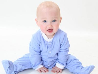 宝宝用品  在国外,很多妈妈都会为小宝宝挑选睡衣,以便宝宝在睡觉的时