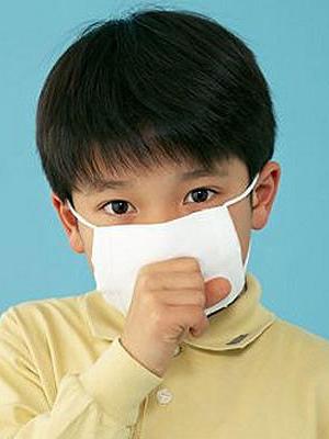 连日来,全国大部分地区,都被雾霾笼罩着。虽然已经是春天,但是,每天的天气总是灰蒙蒙的,这样的天气对健康的危害极大,尤其是对于孩子来书,更是如此。那么,雾霾天气注意事项有哪些呢?育儿专家指出,雾霾天宝宝出门最好戴口罩 1、戴好口罩再出门。为了防止雾害,首先应做到大雾天戴好口罩再出门,防止毒雾由口鼻侵入肺部,有晨练习惯的人,应停止户外活动。因为每天6点到11点是污染较为严重的时段,相对而言,晚间的空气较为清洁,有晨练习惯的市民不妨把锻炼放在晚间。 2、做好个人卫生。雾气看似温和,里面却含有各种酸、碱、盐、胺、