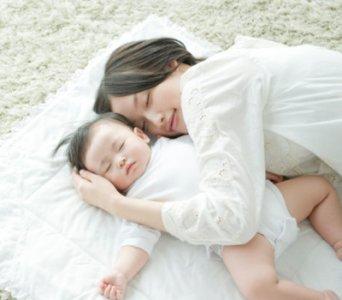 在宝宝睡觉的过程中,总是有一些不良的睡眠习惯