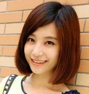 女生长直发发型明显的层次感修剪让直发发型青春动感马上提升图片