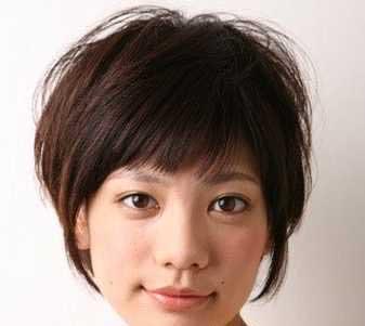 女生短发卷发发型