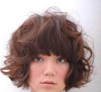 介绍好看的女生短发卷发发型