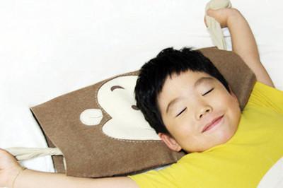 首先介绍伸懒腰的方法,集深呼吸,扩胸,展腰,举臂,绷腿等动作于一身