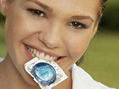 图解女性使用避孕套的具体方法