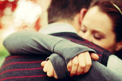 情侣 拥抱/遭遇男人玩暧昧 女人要这么玩儿