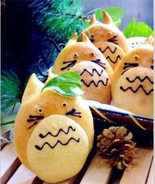 制作可爱的龙猫面包_饮食频道