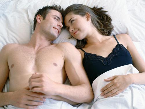 男女睡觉时哪种睡姿最恩爱呢